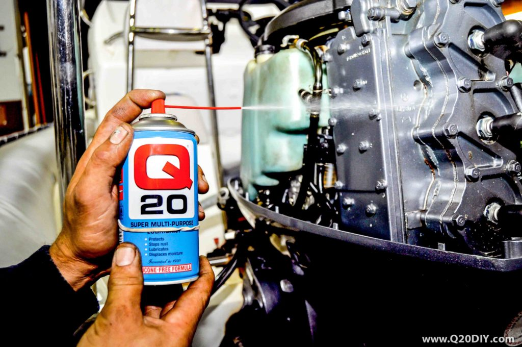 DO THESE 5 THINGS BEFORE STORING YOUR OUTBOARD ENGINE THROUGH WINTER