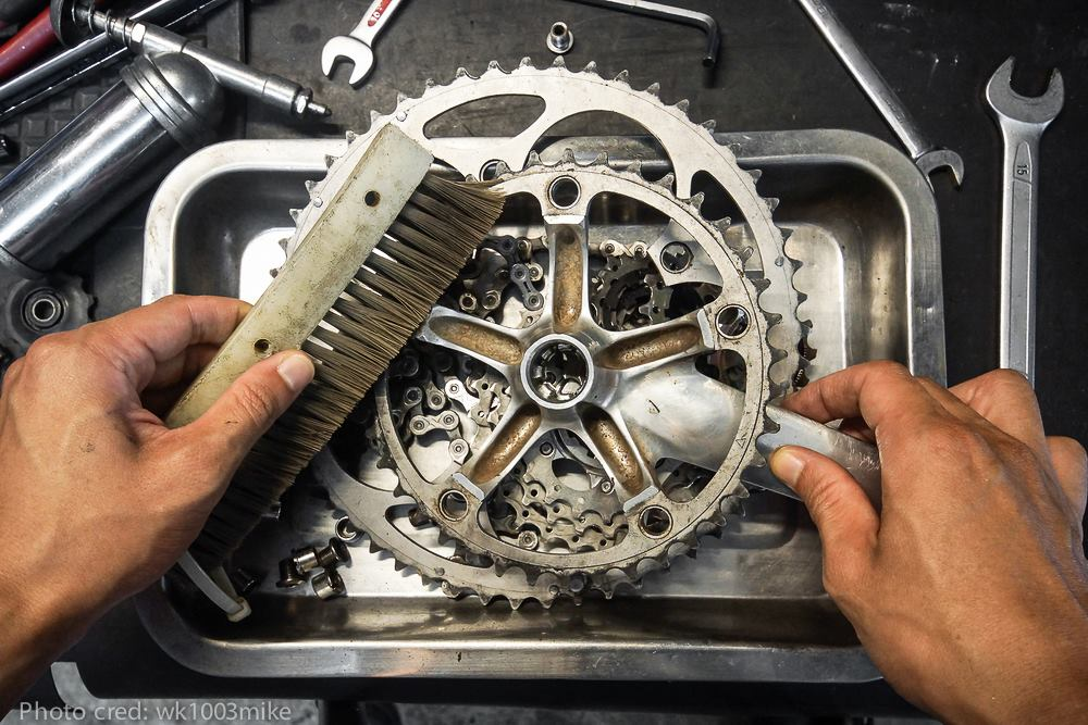 MTB chain being cleaned